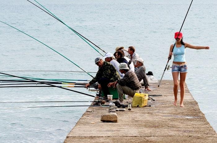 для настоящего рыбака удочка только нужна и река автор